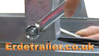 Fit the drawbar to the axle