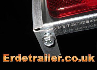 Erde 122 side panel bottom screw