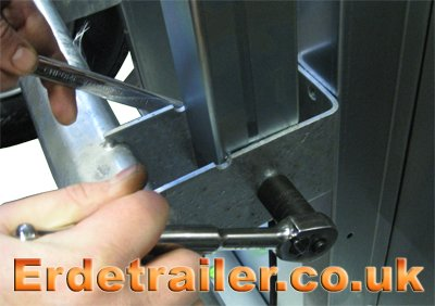 Tighten the drawbar bolt