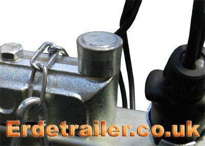 Triple lock head sealed bolt